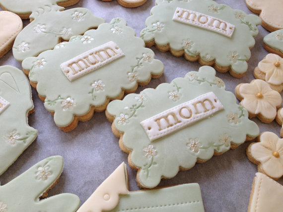 Personalised mama biscuits from http://nilaholden.wordpress.com/