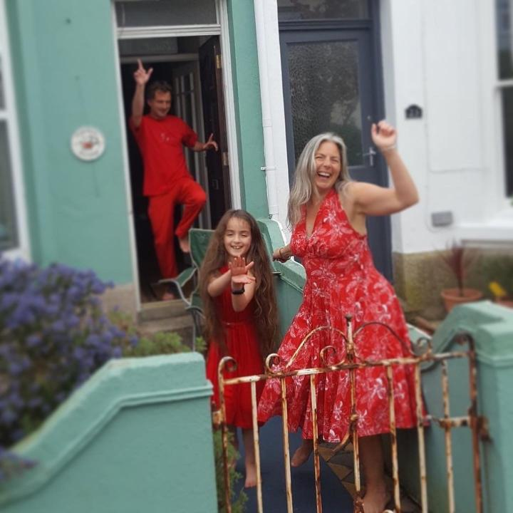 A family dance in red for #familydiscohour