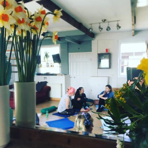 Join a Mamas' Retreat with Story of Mum: yoga for mothers, creative activities for mums, a safe space to release stress, feel more confident and happy,: stronger happier moms